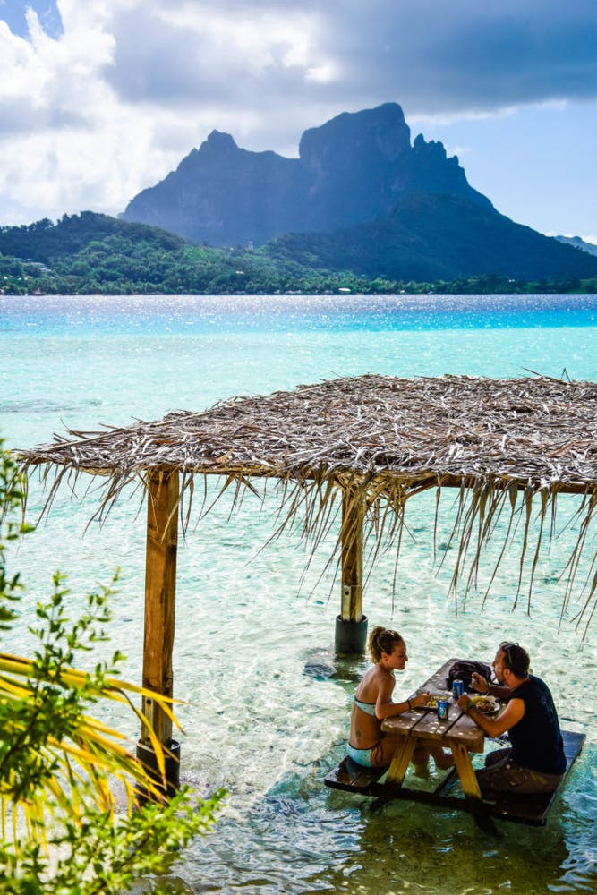 Romantic lunch with your feet in the lagoon and a fantastic view