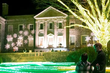 Holiday lights at Cheekwood on Gray Line Nashville Tour