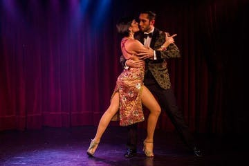 rojo tango dancing