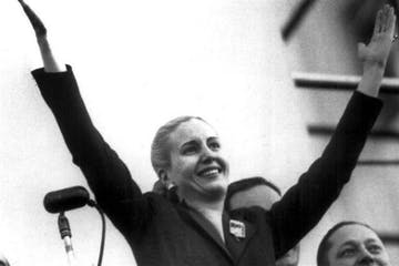 Eva Peraon standing in front of a mirror posing for the camera