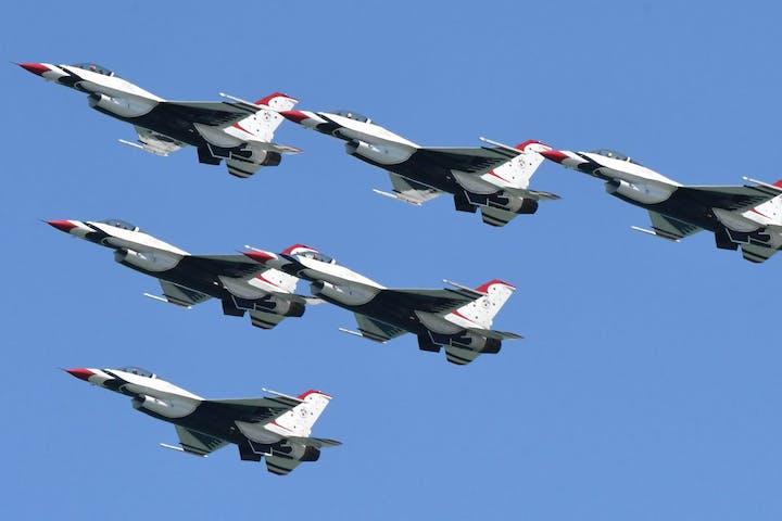 Jets in flight