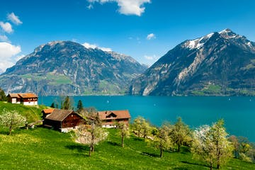 LAKE LUCERNE & SWISS KNIFE VALLEY TOUR