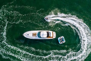 Our boat rentals in Miami with a jetski and party raft.