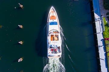 Rental yacht in Miami underway near Fontainebleau Marina.