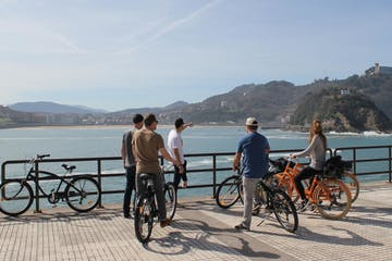 grupo de gente con bicicletas