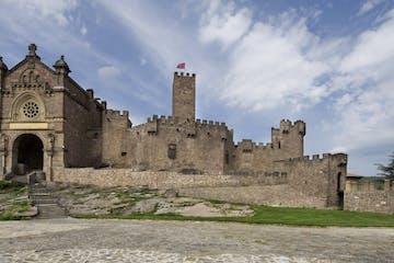 Castillo de Xavier desde lejos