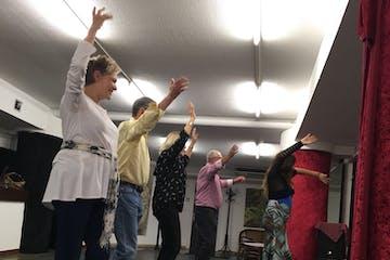 gente aprendiendo a bailar flamenco en Bilbao