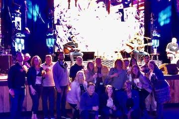 Large Group photo of Nashville food tour and Nashville night-time pub crawl