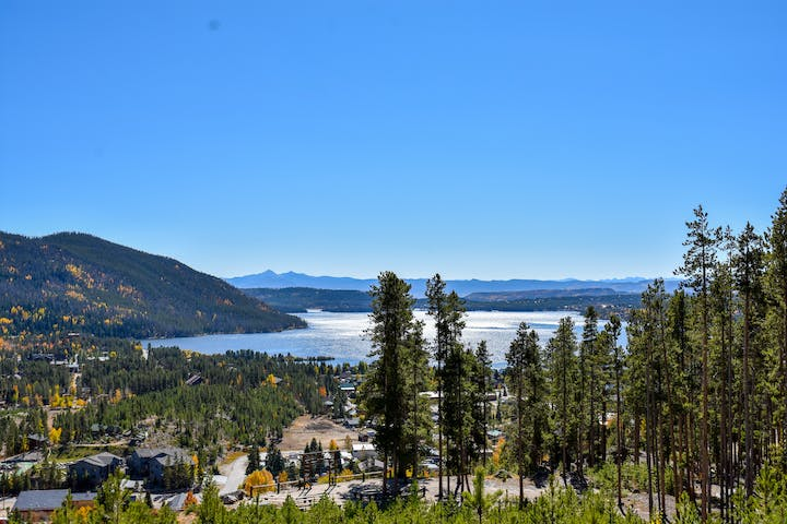 View of Grand Lake, CO on a tour