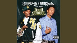 Snoop Dogg, Wiz Khalifa are posing for a picture