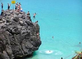 Oahu rock jumping