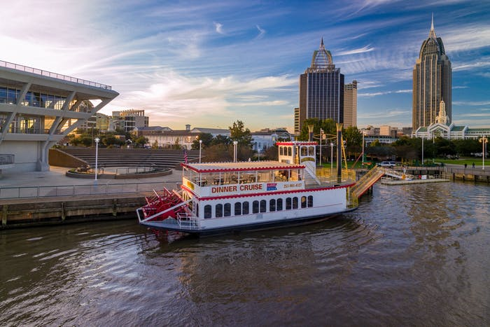 Christmas And New Year S Cruises In Mobile Al Perdido Queen