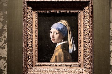 The girl with the Pearl earring painting in the Hague