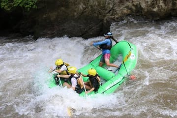 people white river rafting in the Balsa river