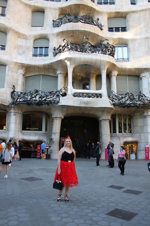 Lucy in front of La Pedrera in Barcelona - © Lucy Earnshaw