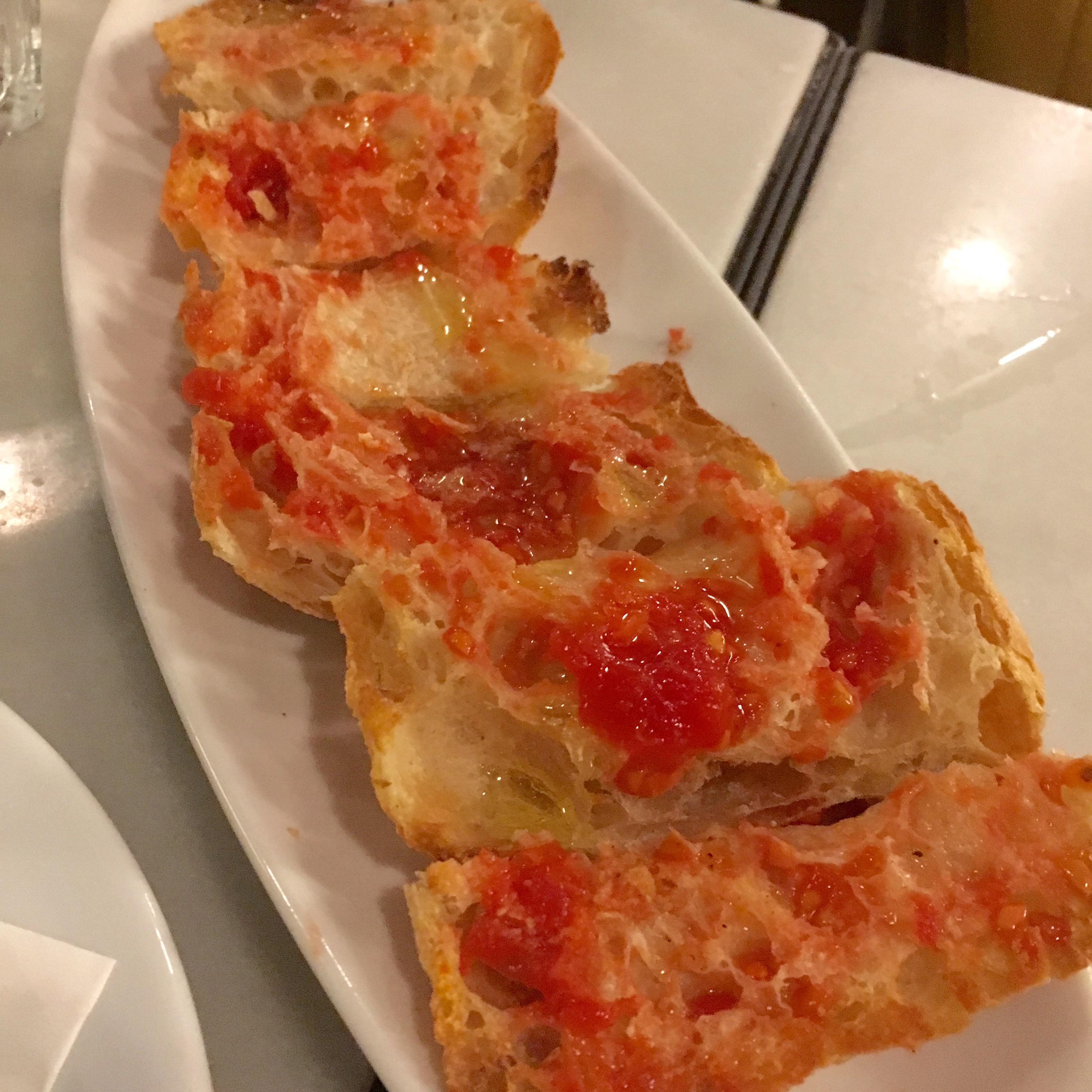 Spanish tomato bread, pan con tomate.