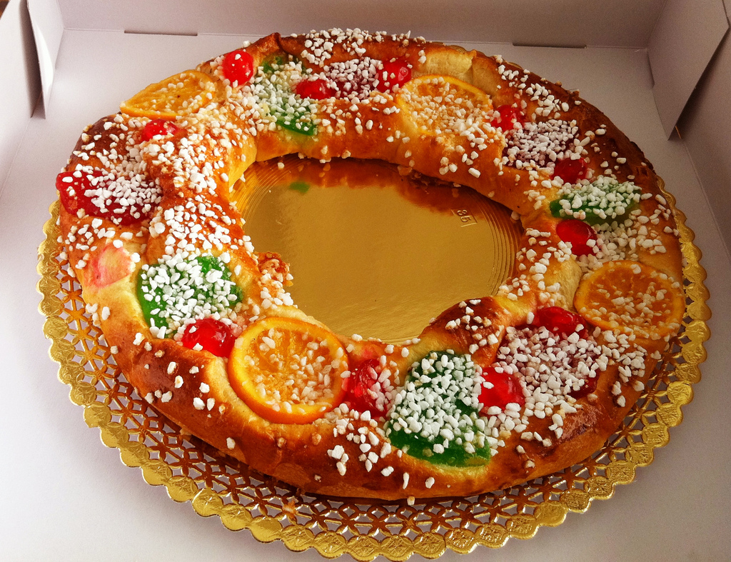 Celebrate the holidays in Spain with a roscon de reyes!