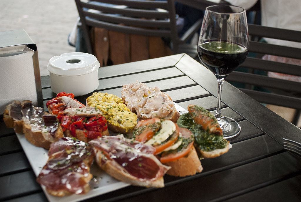 The wines of Madrid pair deliciously with Spanish tapas!