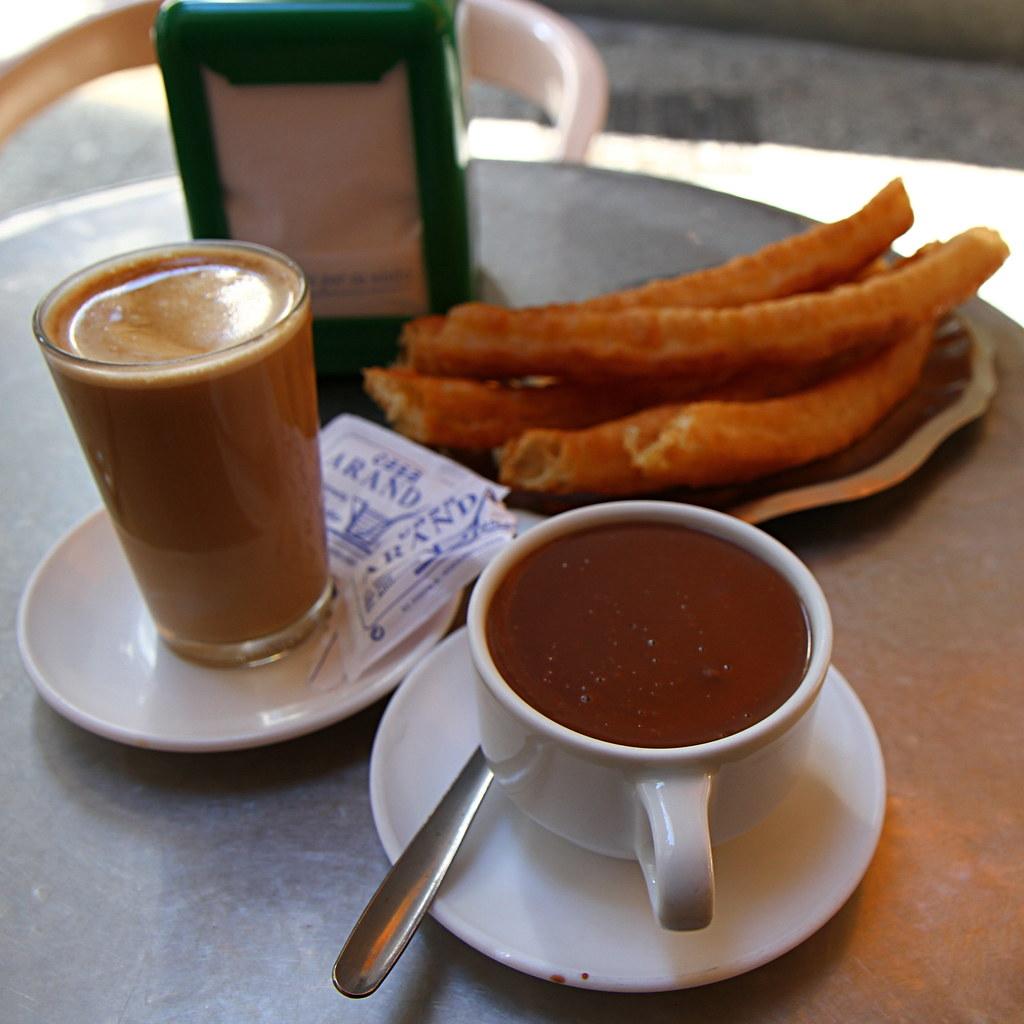 Churros y chocolate is a rich, decadent breakfast in Málaga!