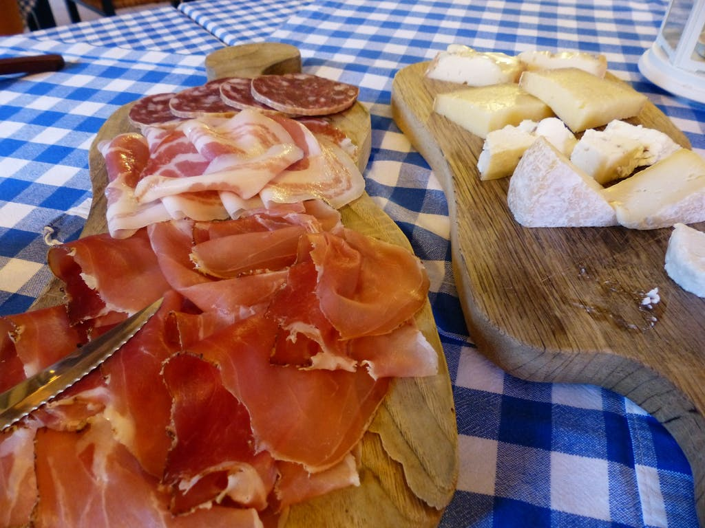 A Spanish cheese board is the perfect thing to bring to a dinner party!