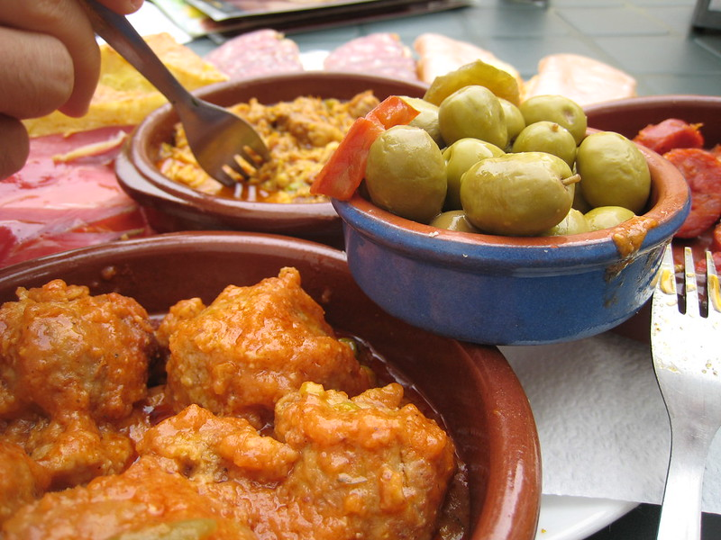 The best tapas bars in Granada are waiting for you to discover!