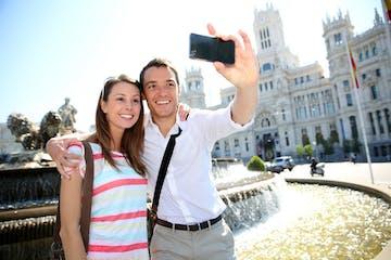 pareja haciéndose una foto
