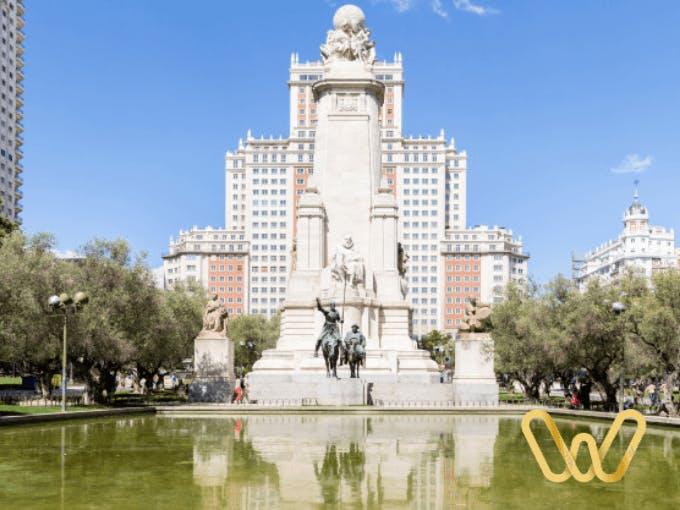 Plaza de España encuentro con la arquitectura y el arte