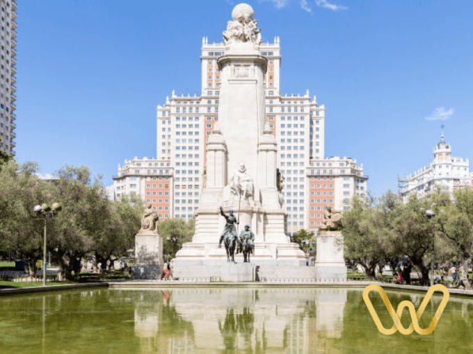 Plaza de España meeting with architecture and art