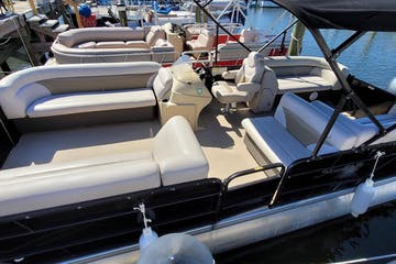 Family Tritoon boat rental parked at dock at Regatta Pointe Marina