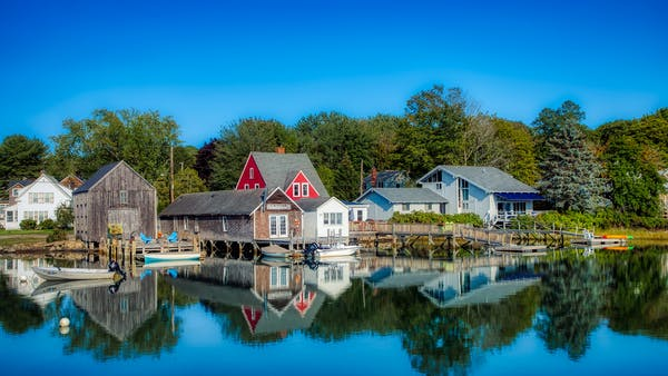 kennebunkport shore with houses and dock