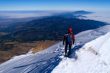 climbers on an guided mountaineering trip to Mexico climb Pico Orizaba