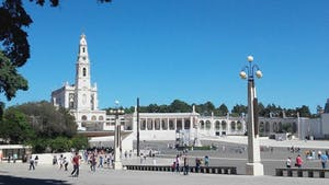people in the square in Fátima