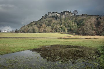 The-Loch-Lomond-and-Stirling-Castle-Shore-Experience