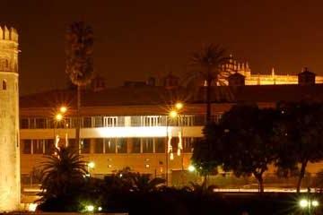 La Torre del Oro de noche