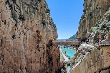 Puente entre montañas en Caminito del Rey