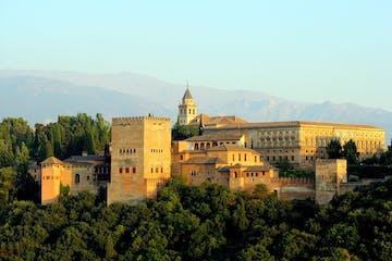 La Alhambra con el sol de la mañana