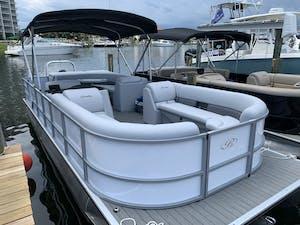 Luxury Tritoon rental Pensacola Beach