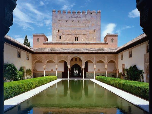 Alhambra. Patio de los Arrayanes. Torre de Comares.