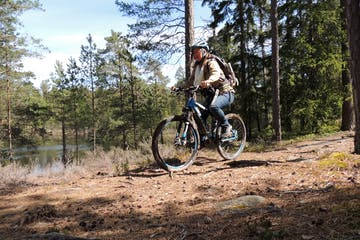 woman riding a mountain bike on a trail outside stockholm