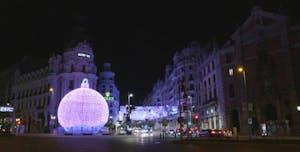Bola lumínica entre Gran Vía y Calle Alcalá