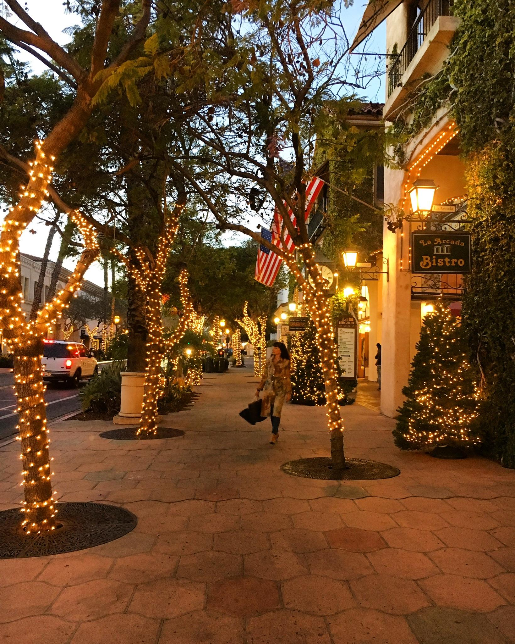 La Arcada Shopping Plaza in SAnta bArbara at Night