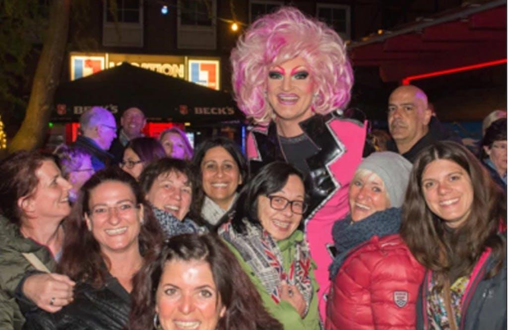 Olivia Jones mit ihren Fans