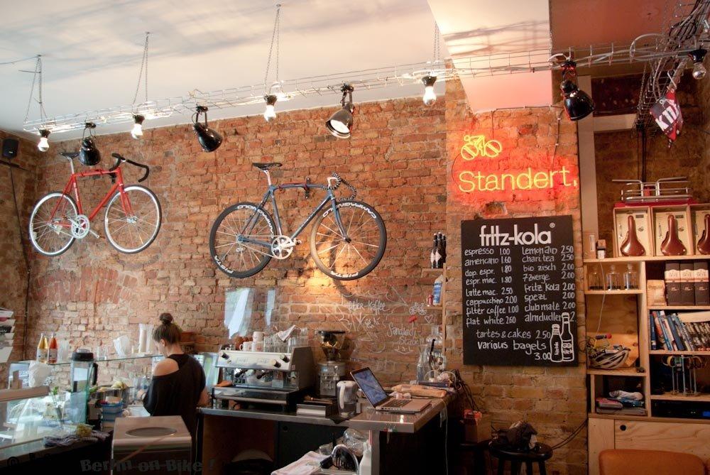 Unverputzte Wände, schöne Fahrräder und guter Kaffee; Standert in Berlin-Mitte