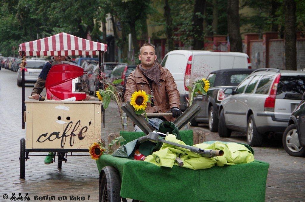 Menschen Fahrrad Straße
