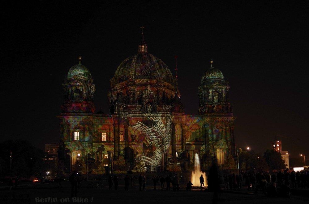 Berliner Dom bei Nacht beleuchtet