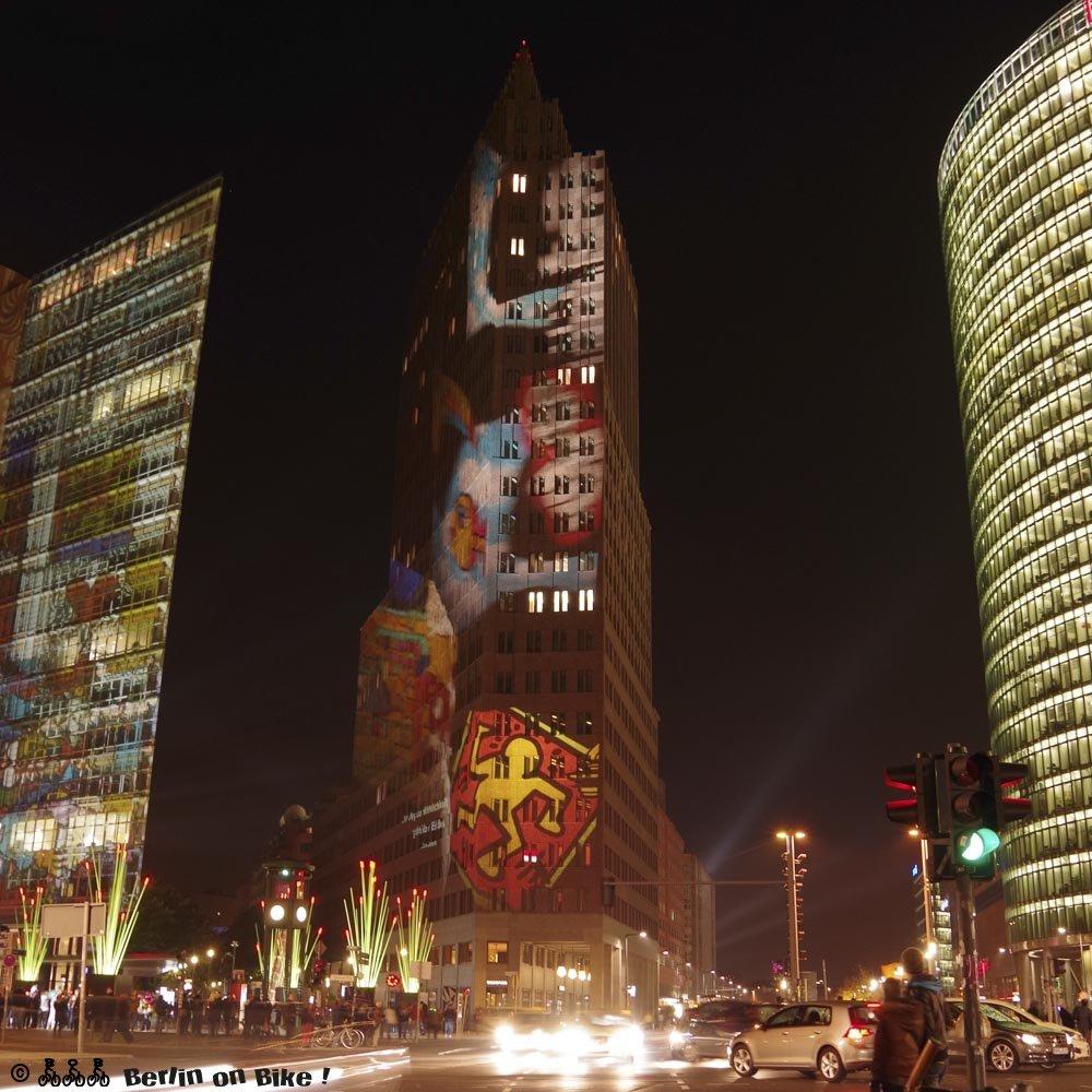 Berliner Gebäude beleuchtet bei Nacht