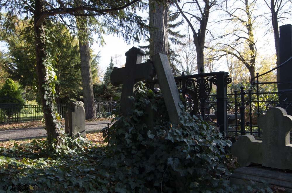 Friedhof Kreuz Grab