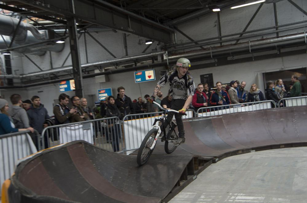 Crossbiker auf Parcours