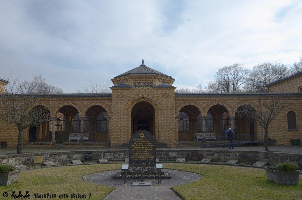 Jüdischer Friedhof Weissensee: Eingangsbereich mit Gedenkstätte und Trauerhalle