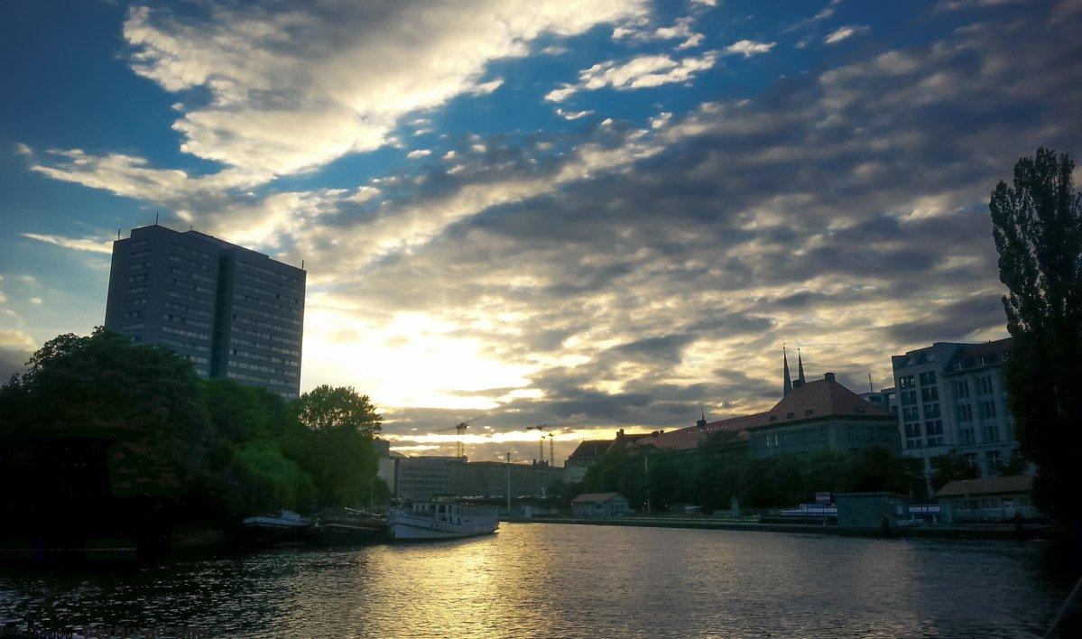 Wer braucht schon die Cote d'Azur, skyporn am alten Hafen in Berlin Mitte.